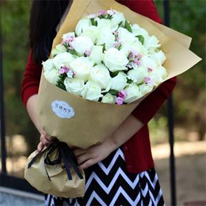 同城鲜花速递 33朵白玫瑰花A